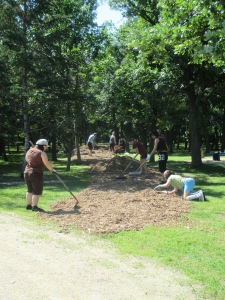Spreading bark mulch in the park - everyone helps!